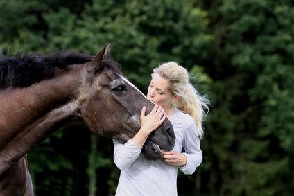 Alte Pferde sind häufig zu dünn. Was kann man füttern!